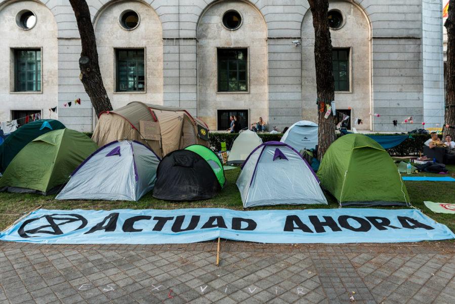 Acampada climática frente al Ministerio para la Transición Ecológica. EDUARDO ROBAINA